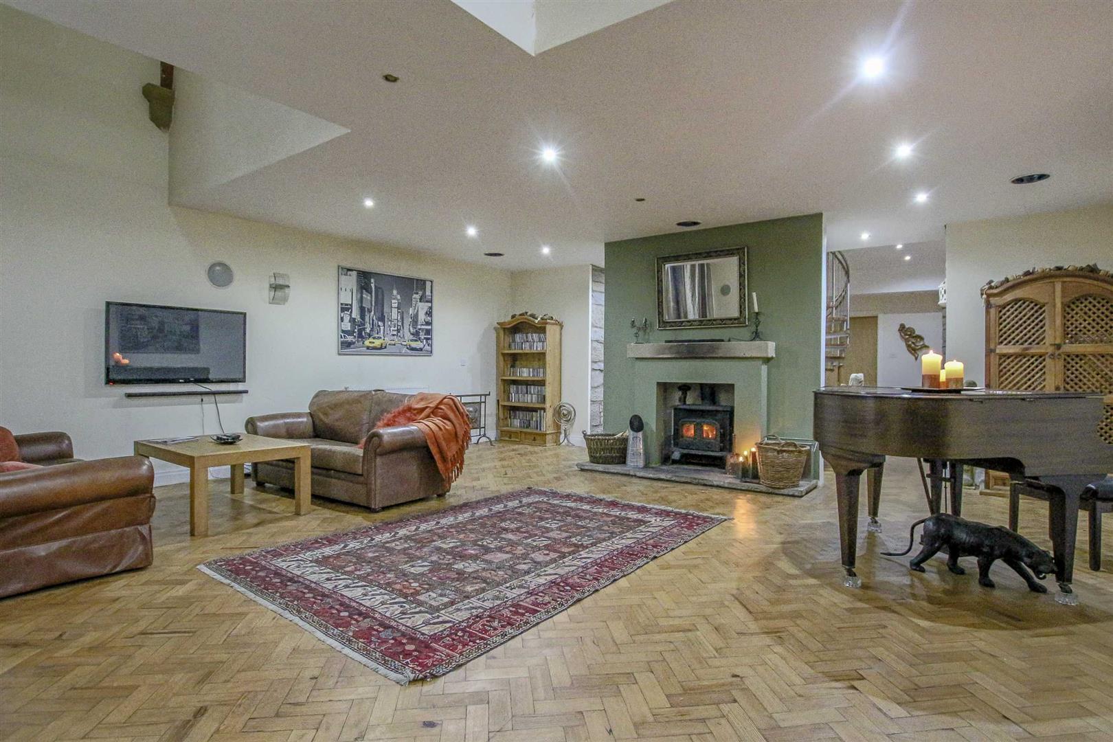 5 Bedroom Detached House For Sale - Image 4